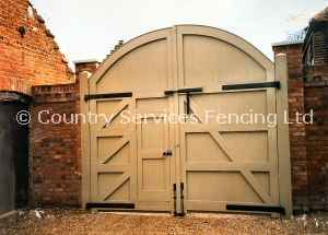 Full Height Round Top Gates